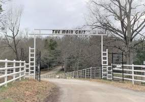The main gate to THE MAIN GAIT!!